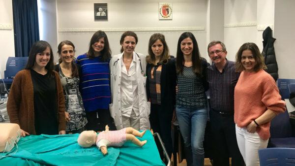 Los profesionales de la Fundación Jiménez Díaz que recibieron la formación junto a uno de los instructores