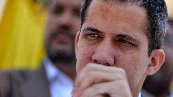 Maduro intenta apartar a Guaidó con una inhabilitación de 15 años