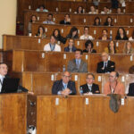 Un momento de la conferencia magistral sobre el Prof. De León