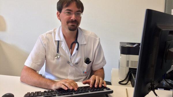 El doctor Roi Piñeiro, jefe del Servicio de Pediatría del hospital General de Villalba