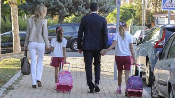 Pedro Sánchez y Begoña Gómez con sus hijas, Ainhoa y Carlota