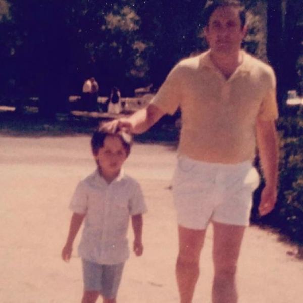 Santiago Abascal de pequeño junto a su padre