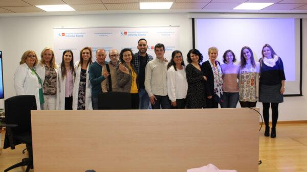 La doctora Pascual y García (4ª y 3ª por la izquierda) con personal del hospital y asistentes a la jornada