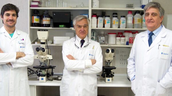 Los doctores Alberto Pérez-Lanzac, Juan Bernar y Antonio Allona