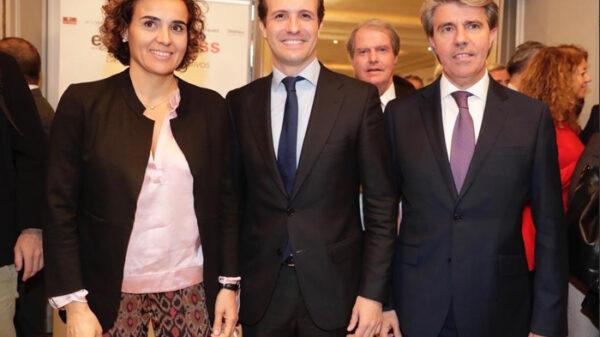 Pablo Casado con Dolors Montserrat y Ángel Garrido