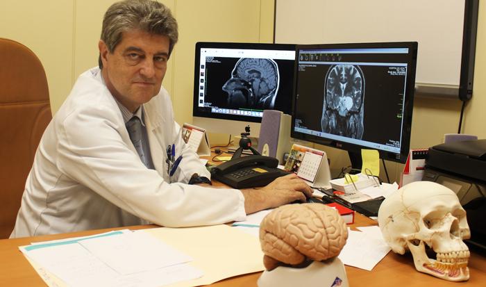 El doctor Roberto Martínez