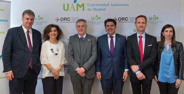 De izquierda a derecha, Javier Ortega (UAM); Ana Polanco, Rafael Garesse (rector UAM); Fidel Rodríguez (FUAM); y el doctor García-Foncillas