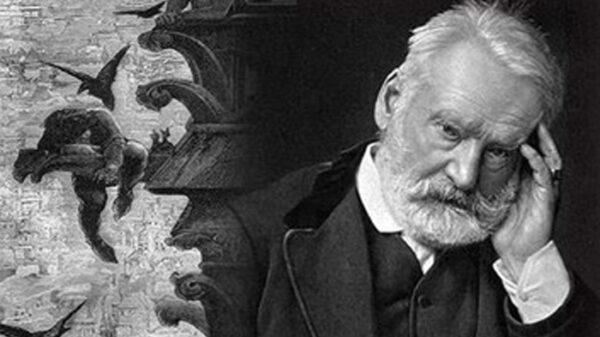 El escritor Víctor Hugo y parte de la portada de su obra más conocida