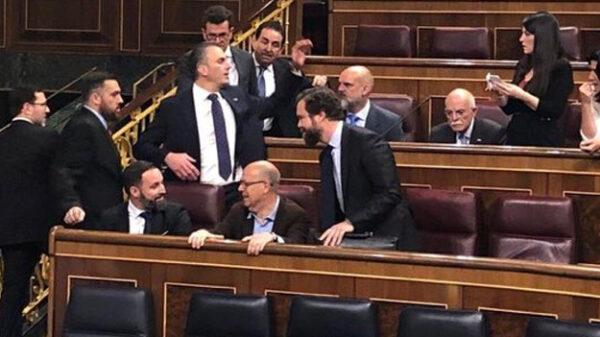 Santiago Abascal en la bancada socialista