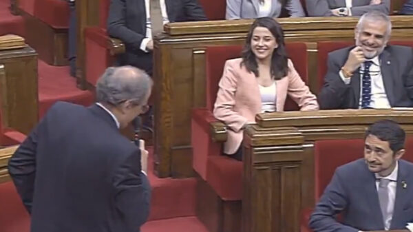 Inés Arrimadas y Quim Torra en el Parlamento catalán