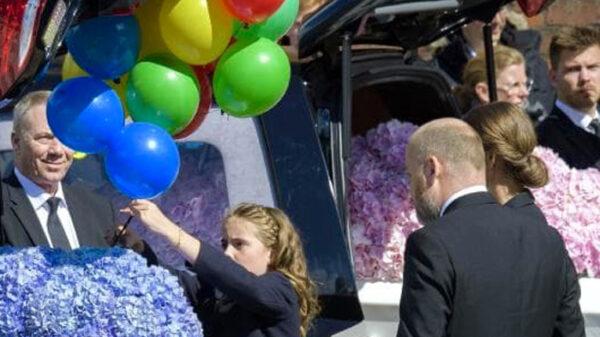 El dueño de Asos en el funeral de sus hijos