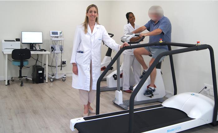 La cardióloga Ana Alegría y la enfermera especialista en rehabilitación cardiaca, María López Bueno