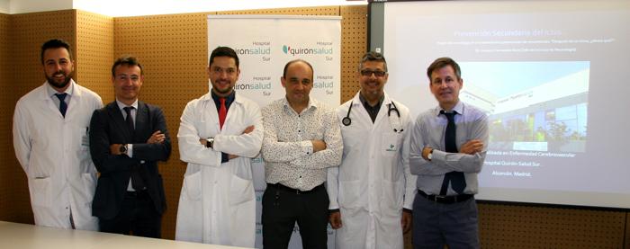 Los Dres. Roberto Martín, Pedro Talavera, segundo y cuarto por la izquierda respectivamente, y Joaquín Carneado, primero por la derecha, acompañados por otros profesionales del Centro