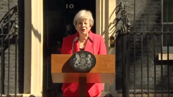 Theresa May durante el anuncio de su dimisión