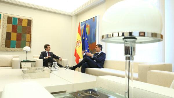 Sánchez y Casado reunidos en Moncloa