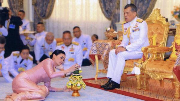 Maha Vajiralongkorn, rey de Tailandia, y su mujer, Shutida