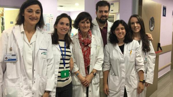 De izquierda a derecha, Carmen López (enfermera de la Unidad de Coagulación), la doctora Vidal, organizadora del evento, la doctora Llamas