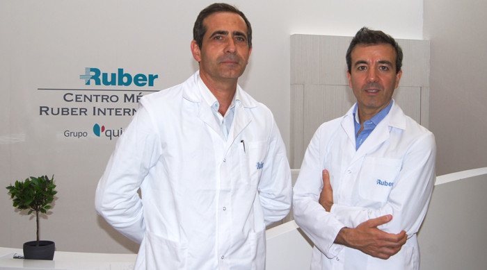 Los cirujanos Carlos Gullón Cabrero y Ramón Calderón Nájera