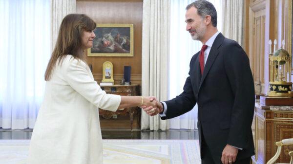 El Rey Felipe con la diputada de JxCat Laura Borrás