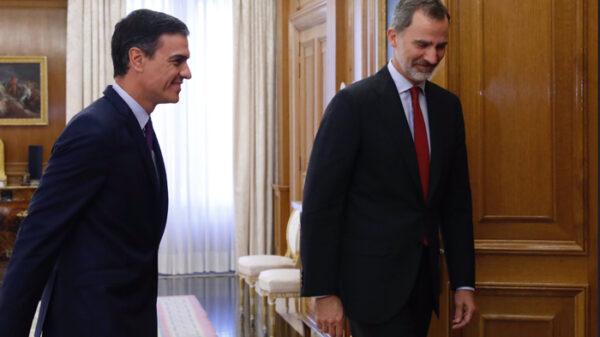 El Rey Felipe y Pedro Sánchez
