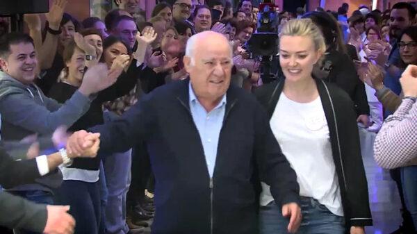 Amancio Ortega, dueño de Inditex, con su hija Marta