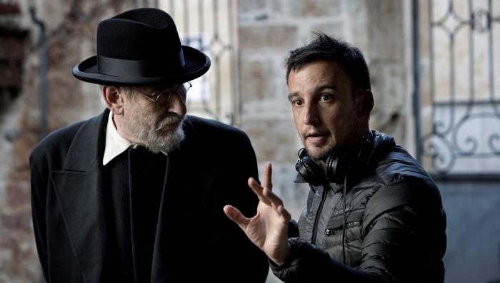 Karra Elejalde y Alejandro Amenábar en el rodaje de 'Mientras dure la guerra'