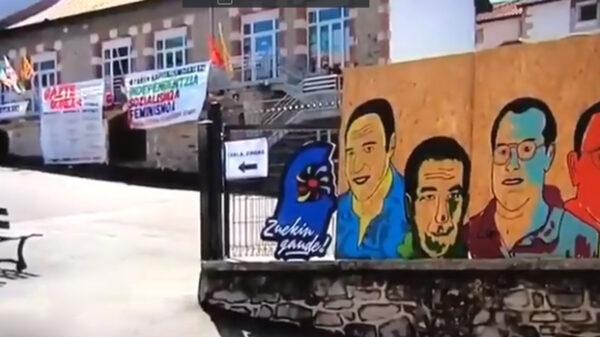 Pancartas y mural en Hendaya