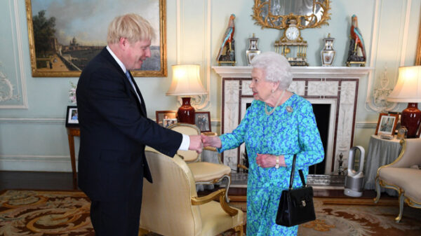 Isabel II y Boris Johnson
