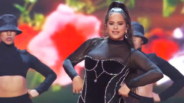 Rosalía durante su actuación en los MTV Music Awards