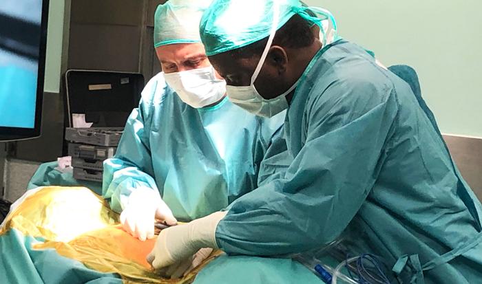 Los doctores Vicenç Gilete y Nnamdi Elenwoke de Chiari & Hypermobility Unit