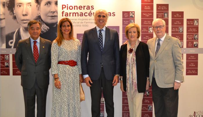 De izquierda a derecha, Luis González Díez, presidente del COFM; Elena Mantilla García, directora general de Inspección y Ordenación Sanitaria; Enrique Ruiz Escudero, consejero de Sanidad de la Comunidad de Madrid; Mercedes González Gomis, secretaria general del COFM; Carlos Ibáñez Navarro, director general del COFM