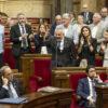 Un momento de tensión en el Parlamento catalán