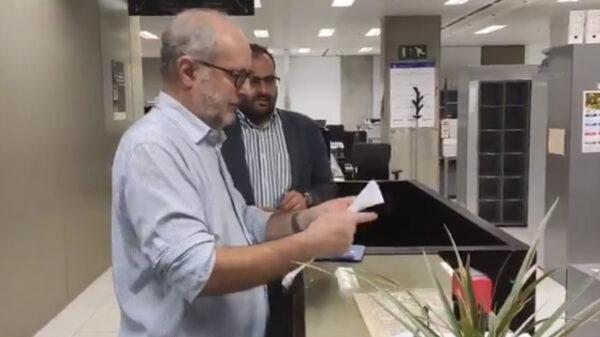 Miembros de SCC presentan la denuncia contra el Ayuntamiento de Barcelona