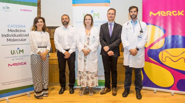 De izquierda a derecha, A. Polanco y los doctores F. Rojo, N. Baños, J. García-Foncillas y V. Moreno