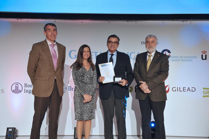 El doctor Albi recoge el premio BIC 2019 al Mejor Hospital en Ginecología