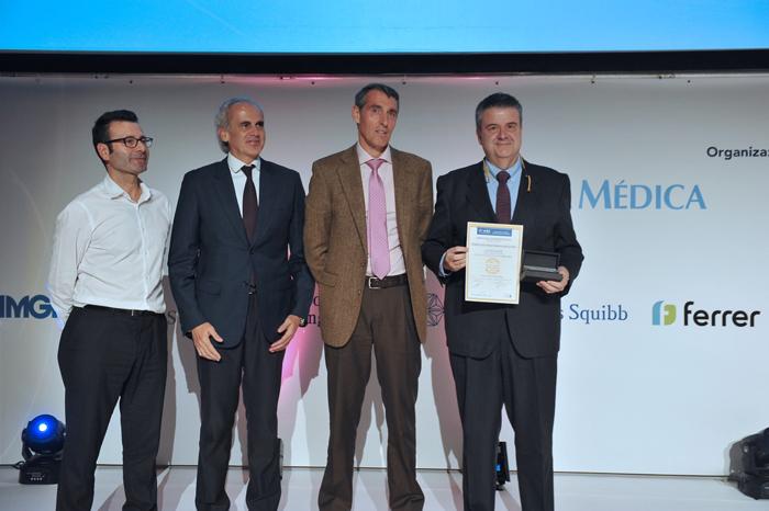 El doctor Gadea recoge el premio BIC 2019 al Mejor Hospital en Microbiología