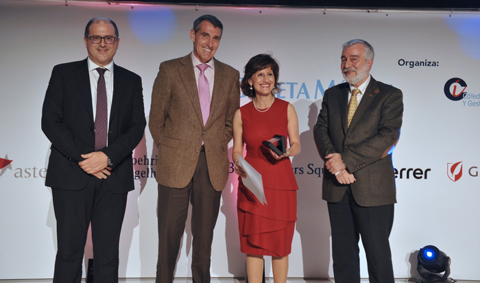 La doctora Llamas recoge el premio BIC 2019 al Mejor Hospital en Hematología y Diploma en Excelencia