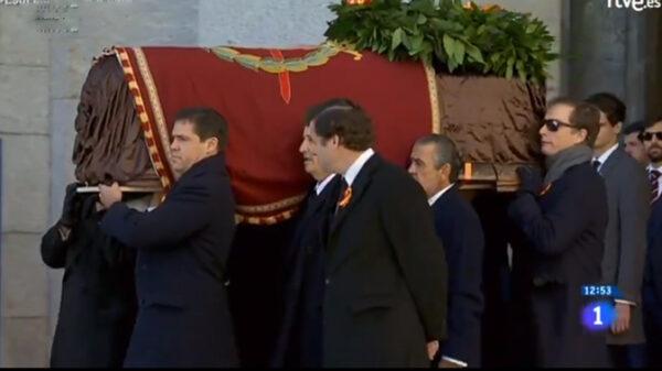 Salida del féretro de Francisco Franco del Valle de los Caídos