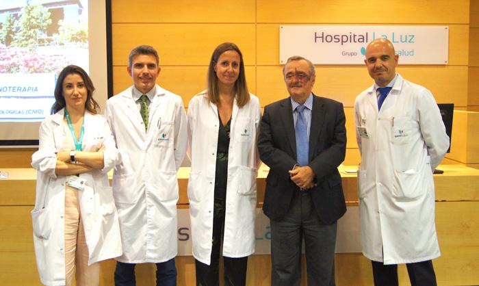 La doctora María Luis de Mingo, el doctor Christian Garriga, Yolanda Salcedo, Mariano Barbacid y el doctor Ignacio Maestre