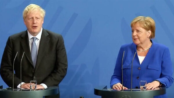Boris Johnson y Angela Merkel