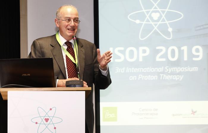 El doctor Raymond Miralbell durante el III Simposio Internacional de Prontoterapia