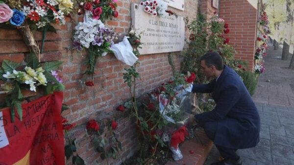 Pedro Sánchez homenajeando a las 13 Rosas
