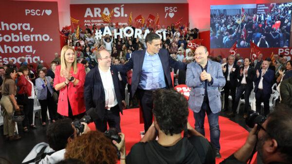 Sánchez, en un acto de precampaña con Iceta y miembros del PSC