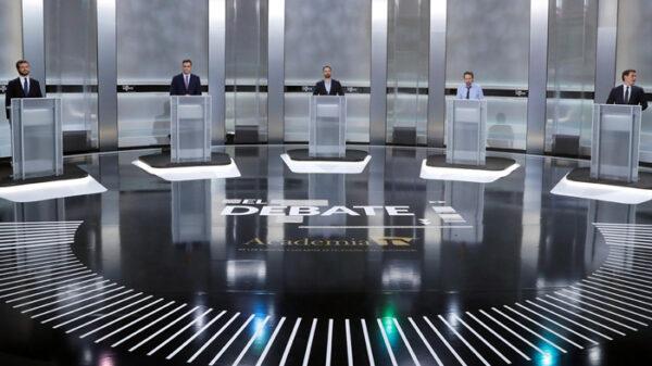 Los candidatos en un momento del debate