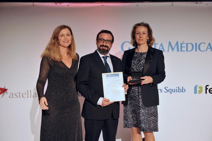 El doctor Suárez recogió el Premio BIC 2019 al Mejor Hospital en Traumatología