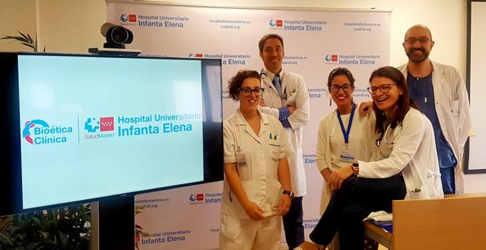 Los doctores Pachecho, Herrera (a la derecha) y Ruiz (a la izquierda), junto a la enfermera y a la trabajadora del equipo del DBC