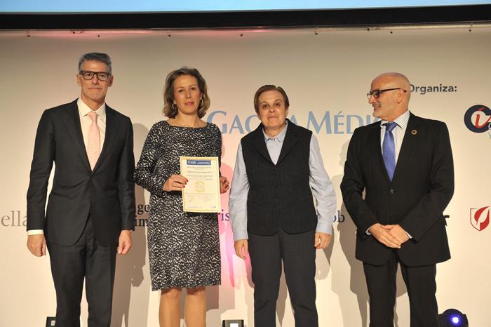 La doctora García Torrejón recogió la Mención de Honor 2019 en Medicina Interna-UCI