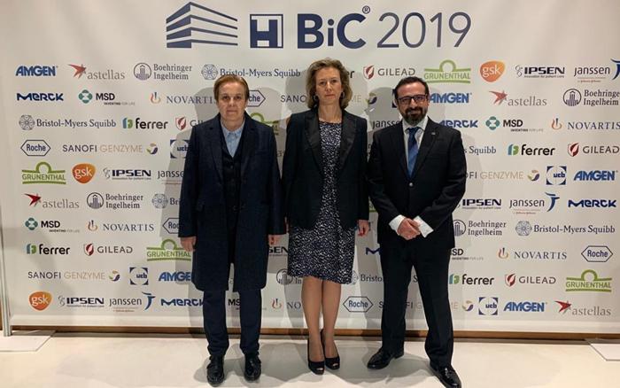 La doctora Marta Sánchez Menan, directora médico del HUIE, acompañó a los doctores Suárez y García