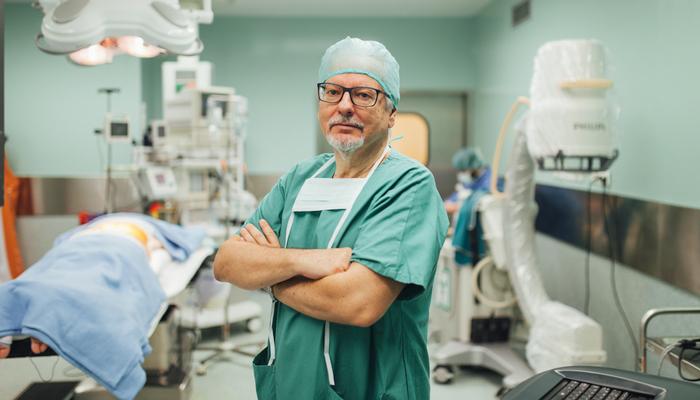 El doctor Oliver en quirófano