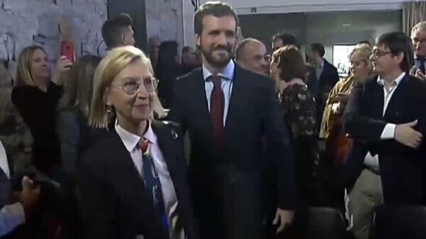 Rosa Díez junto a Pablo Casado